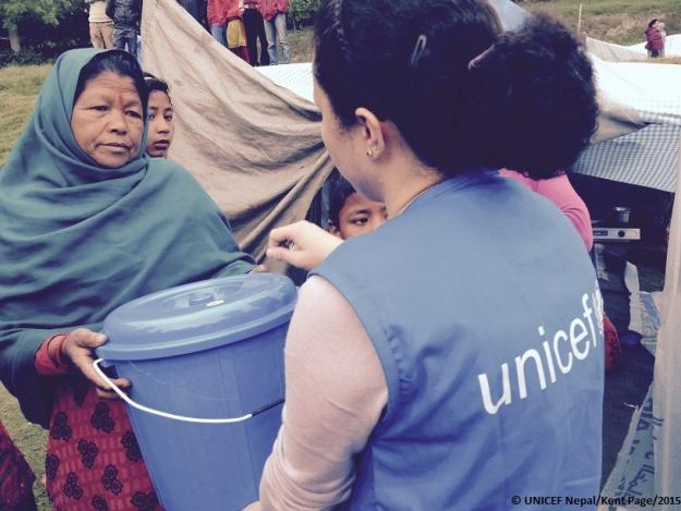 Да помогнем на пострадалите деца в Непал