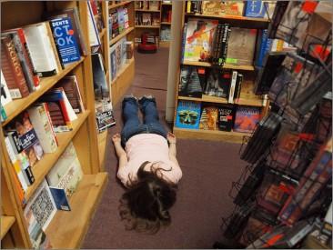 10 неща, които ДА НЕ ПИТАШ един книжар