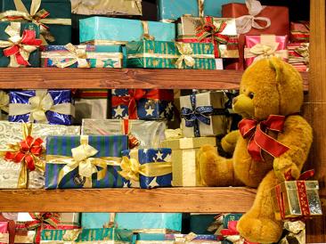 Коледа идва: 15 книги за перфектен коледен подарък