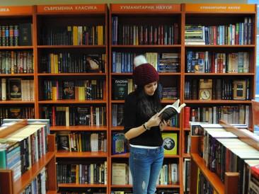 Orange представя: книжарите – поети, писатели, творци