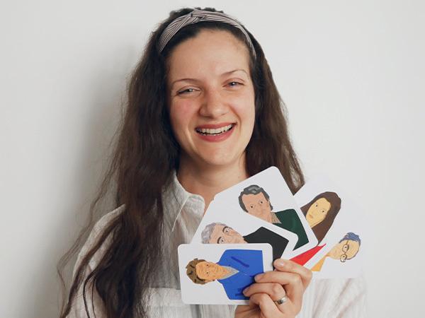 """Интервю с Албена Лимони – талантливата илюстраторка на картите  """"Царски пищов: Български писатели"""""""